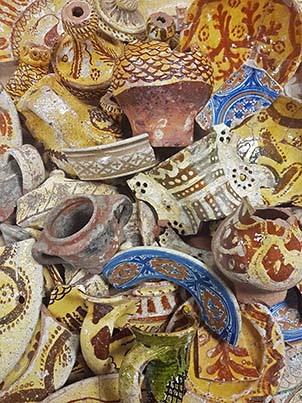 Dépôt et des pots Archéologie de la    vaisselle quotidienne des clarisses deMontbrison